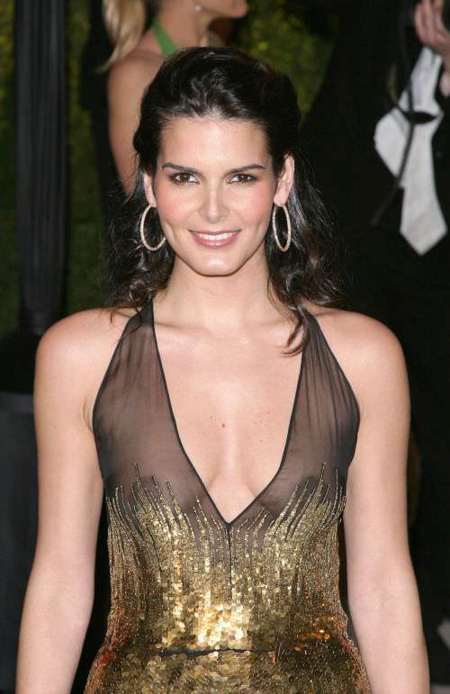 Энджи Хармон фото в черном платье