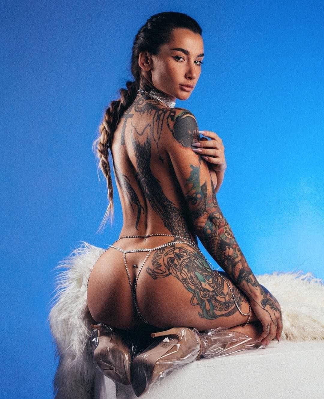 Анжелика Андерсон фото со спины