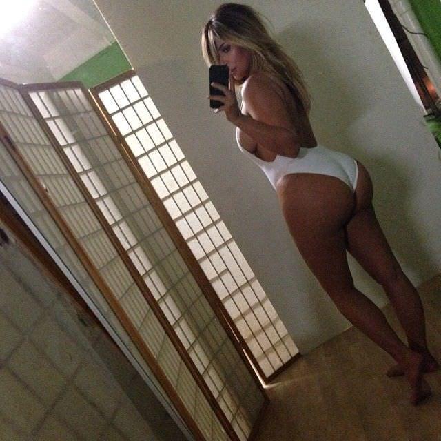 Ким Кардашян фото в купальнике