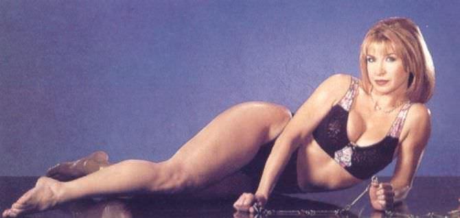Синтия Ротрок фотосессия в купальнике