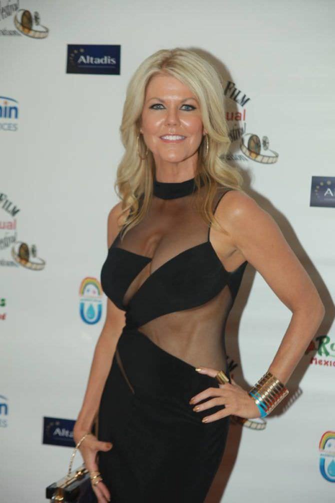 Трэйси Бердсалл фото в откровенном платье