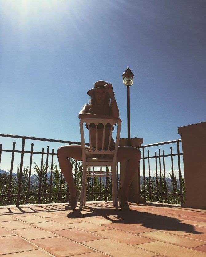 Надежда Сысоева фото на стуле