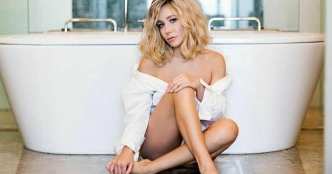 Юлия Барановская фото рядом с ванной на полу