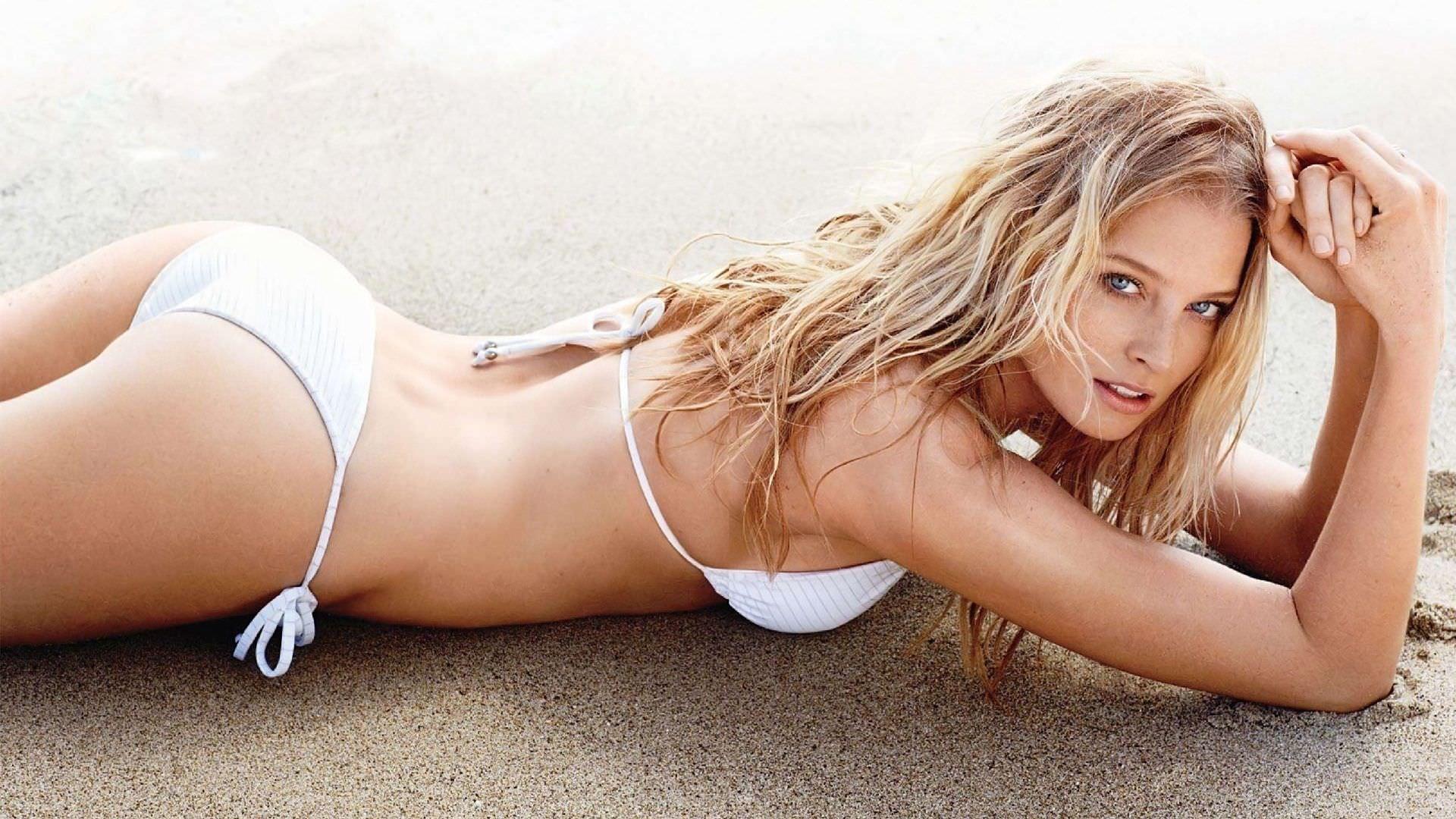 Рэйчел Николс фото на песке