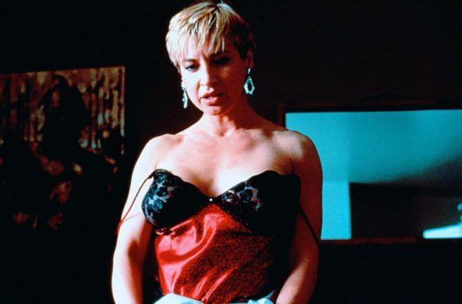 Синтия Ротрок кадр из фильма в сорочке