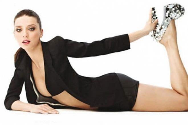 Анджела Сарафян фотография в чёрном пиджаке
