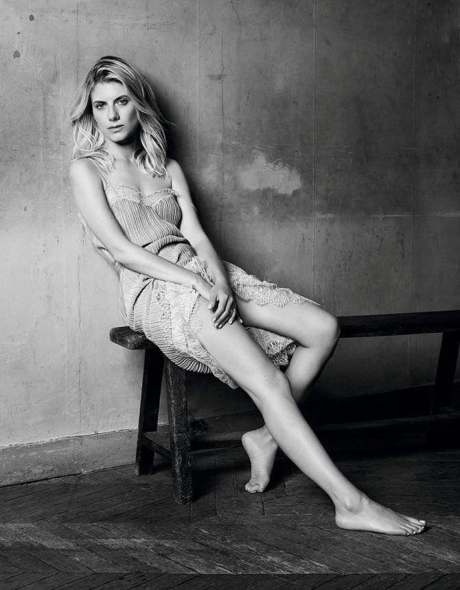 Мелани Лоран чёрно-белое фото в  платье