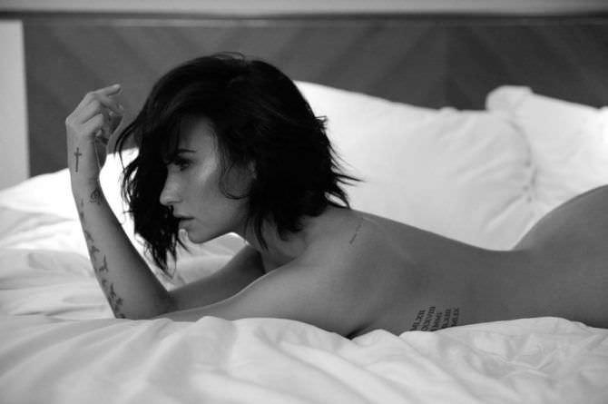 Деми Ловато откровенное фото в постели