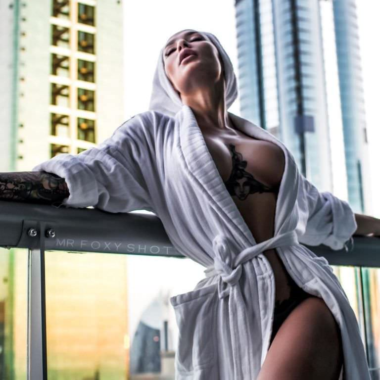 Анжелика Андерсон фото в халате