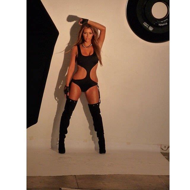 Ким Кардашян на фотосессии