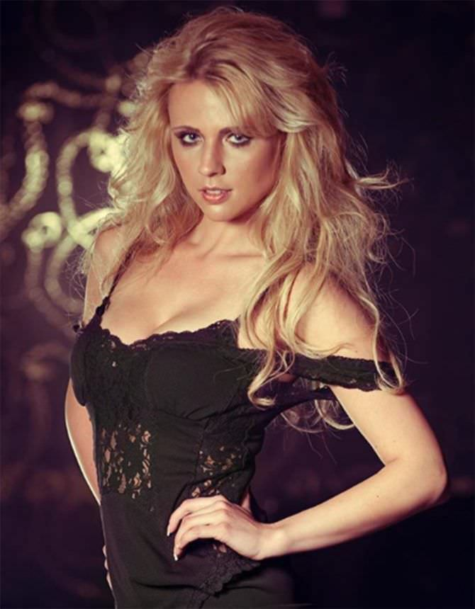 Дарья Миронова фото в кружевном платье