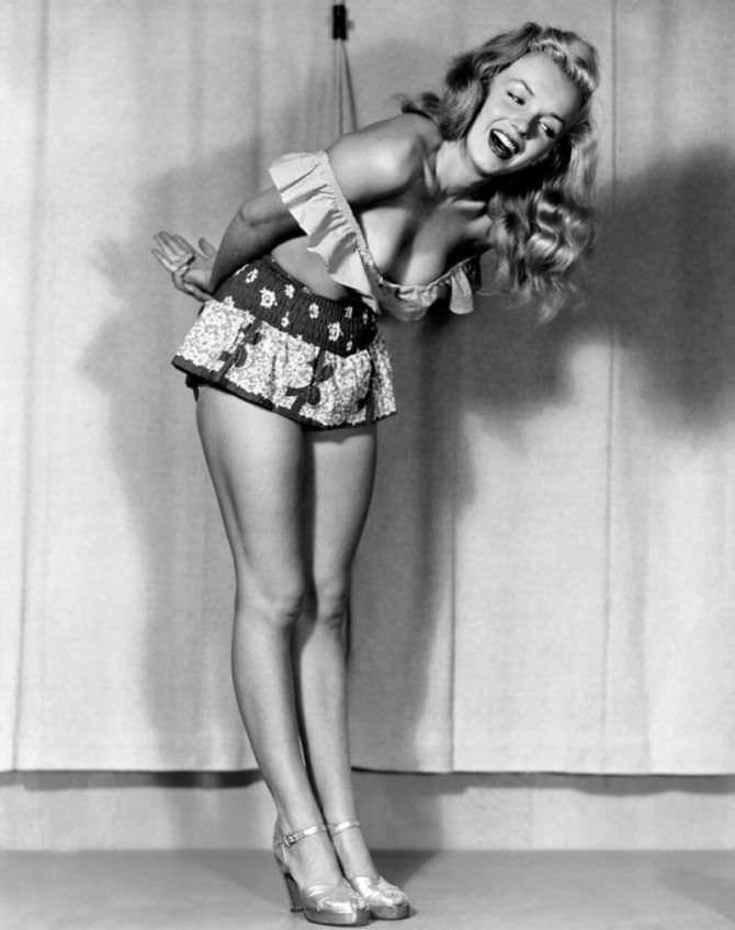 Мэрилин Монро скандальная фотосессия в молодости