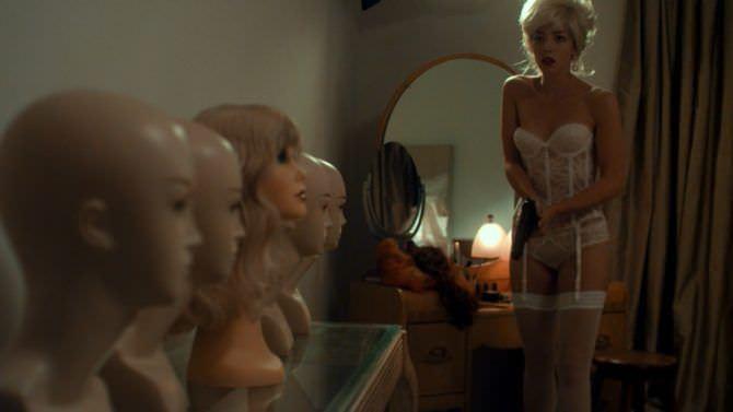 Оливия Тирлби кадр из фильма в нижнем белье