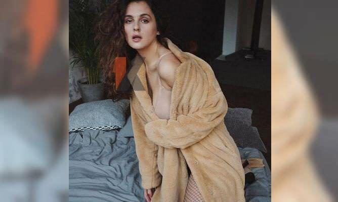 Мария Шумакова фото в плюшевом пальто