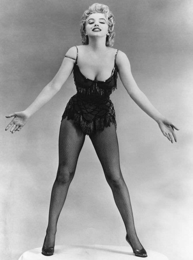 Мэрилин Монро фотография в корсете для образа