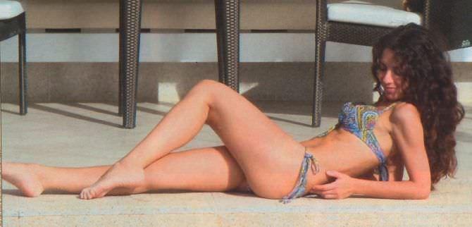 Анна Плетнёва фотография в бикини на полу