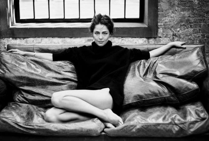 Елена Лядова фотография в большом свитере