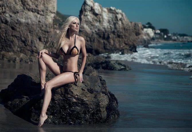 Ана Брага фото в бикини на камне