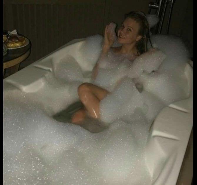Алла Михеева фотография в ванне с пеной