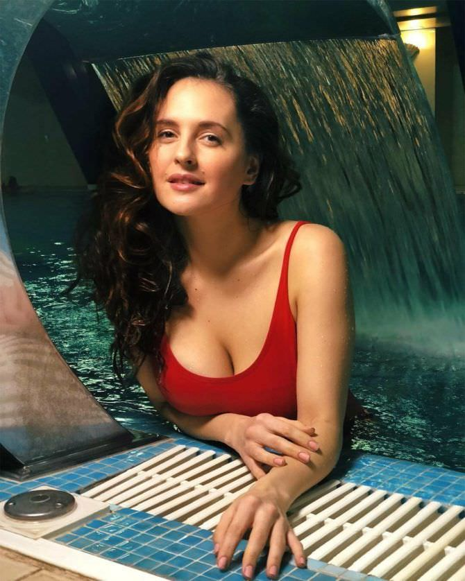 Мария Шумакова фотография в красном купальнике