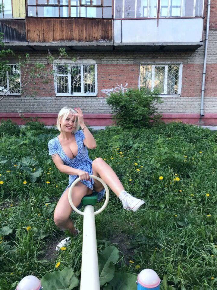 Любовь Томская фото на качели