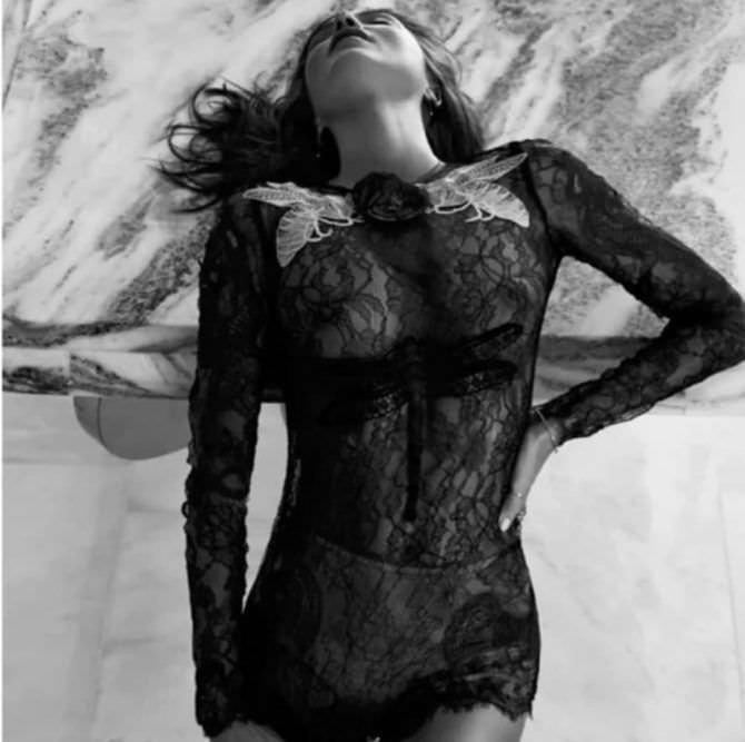 Миранда Керр фотография в кружевном платье