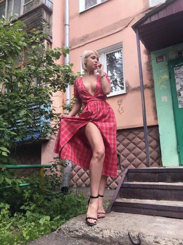 Любовь Томская фото возле подъезда