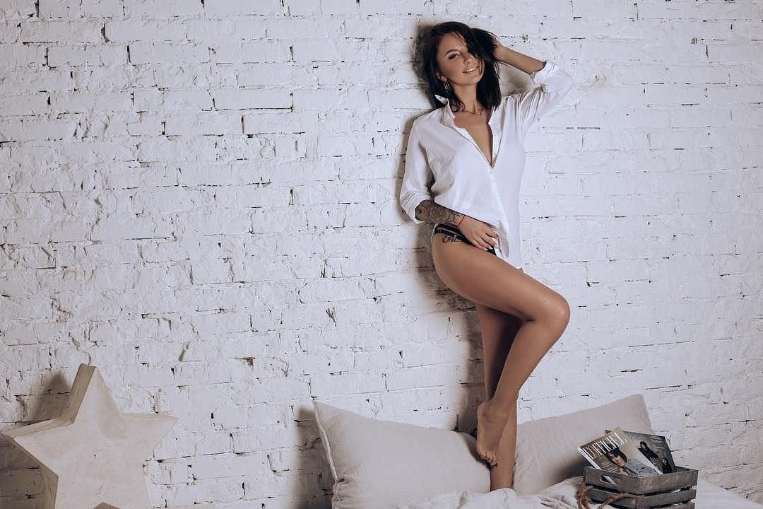 Анна Дзюба фото в рубашке
