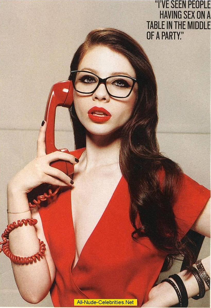 Мишель Трахтенберг фото в очках