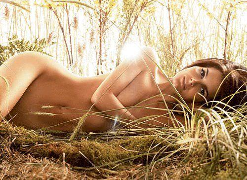 Энджи Хармон фото в траве