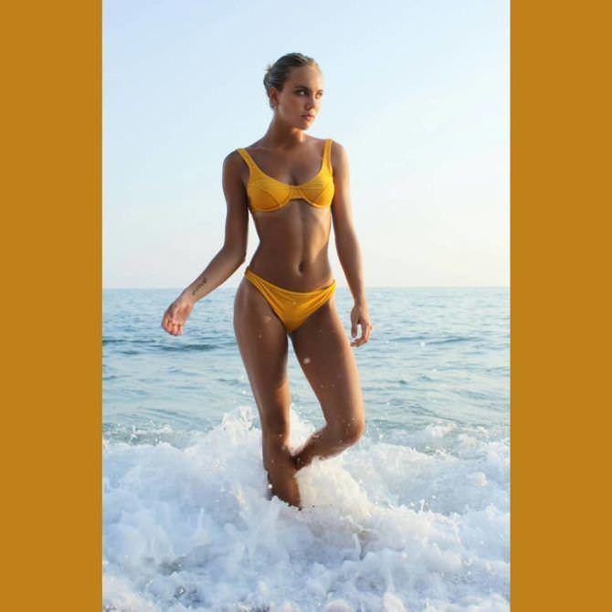 Дарья Пицик фото в жёлтом купальнике