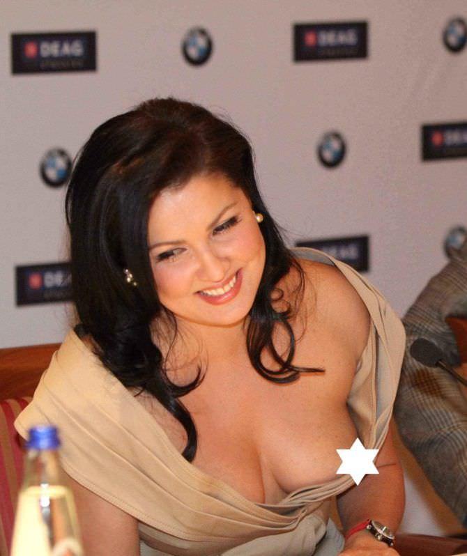 Анна Нетребко скандальное фото в платье с декольте