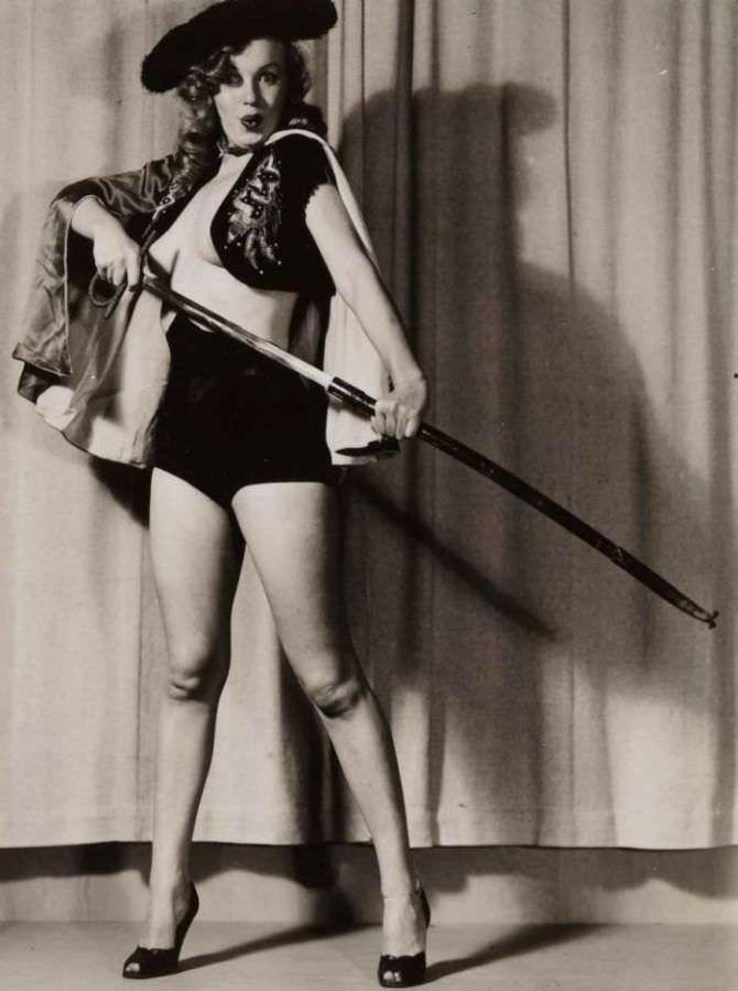 Мэрилин Монро фото в образе тореадора