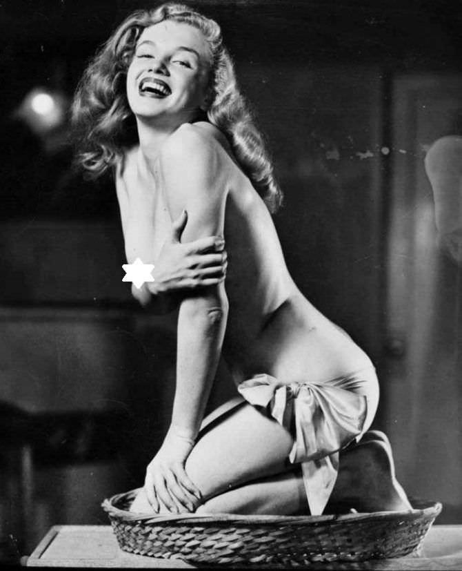 Мэрилин Монро откровенное фото с бантом