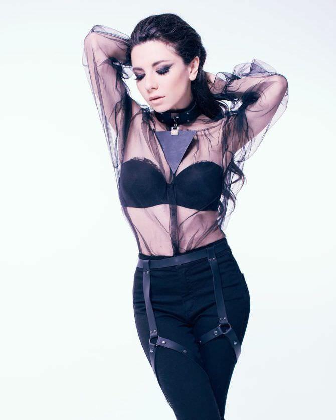 Анна Плетнёва фотография в прозрачной блузке