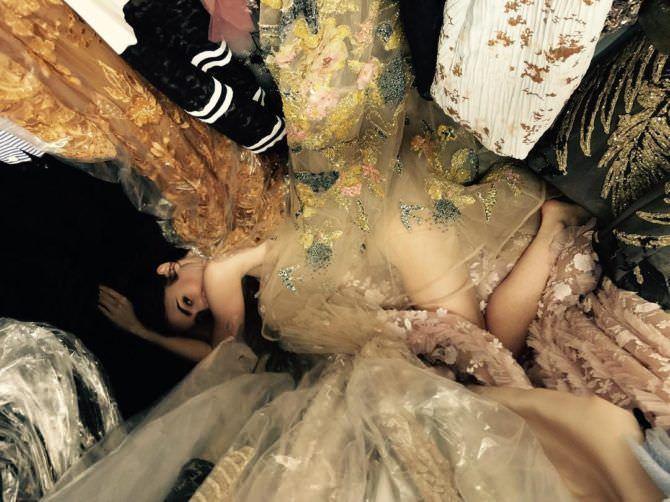 Лили Коллинз фото в тканях