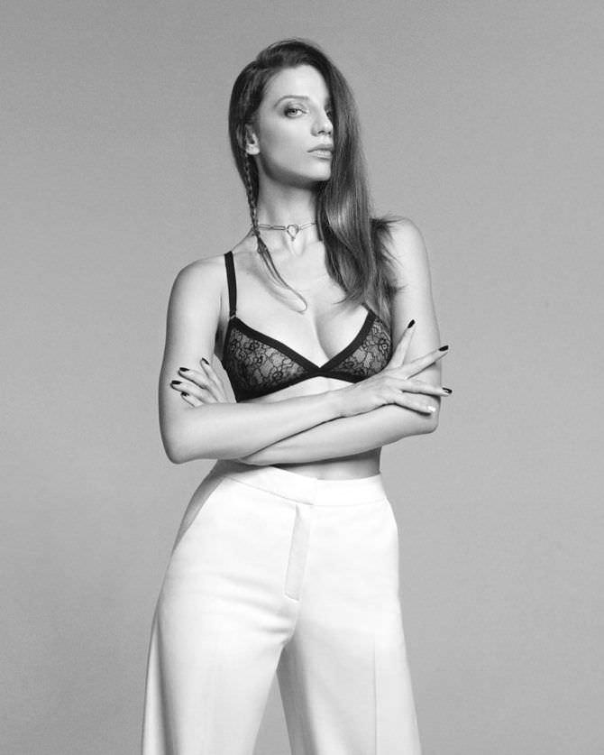 Анджела Сарафян фото в белье в инстаграм