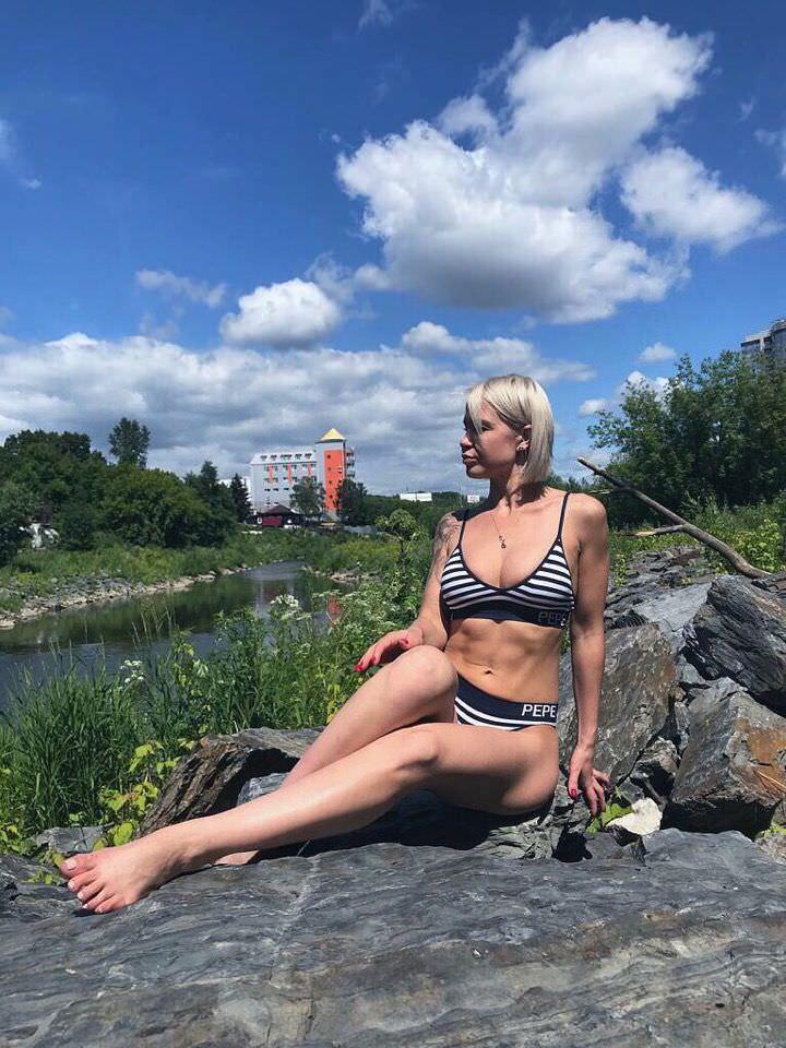 Любовь Томская фото на камнях