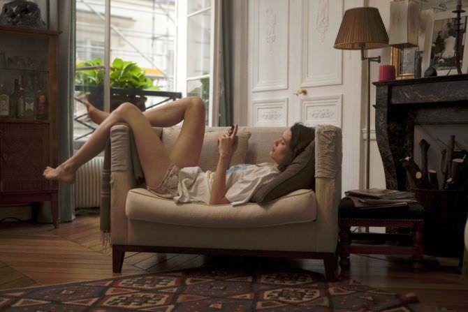 Астрид Берже-Фрисби фотография в кресле