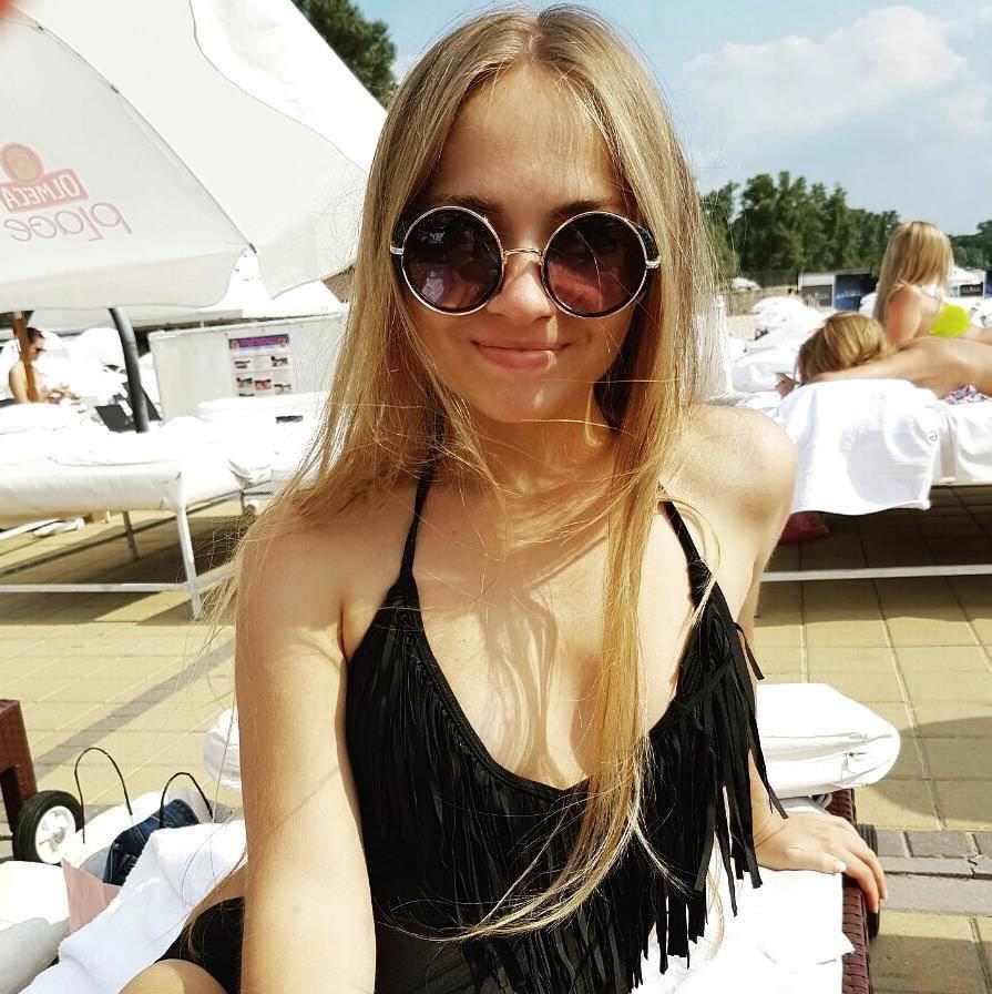 Яна Химченко фото в очках