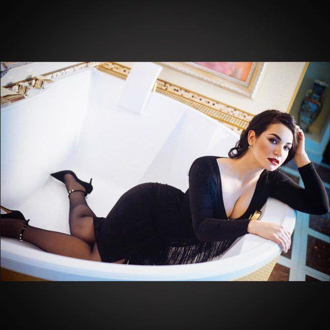 Ида Галич фотография в чёрном платье в ванне