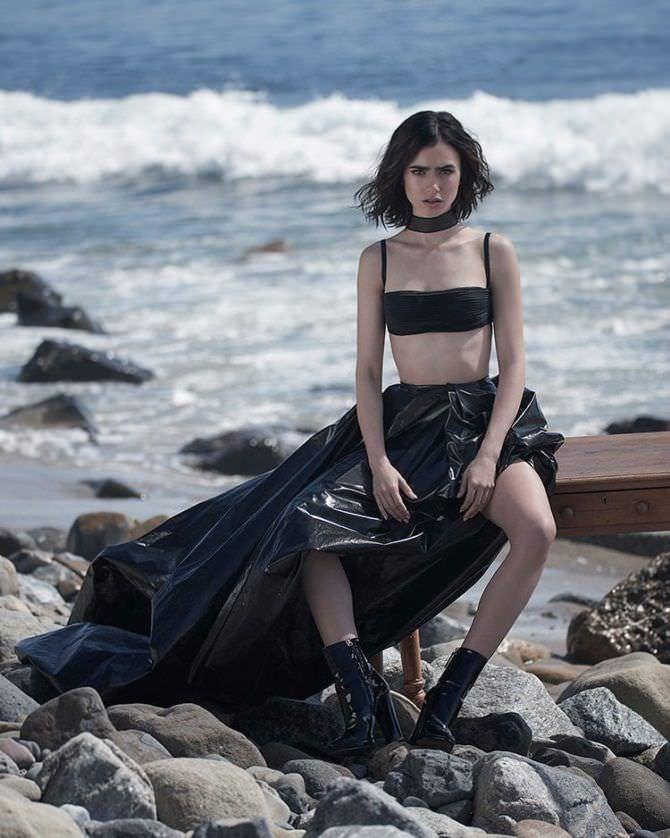 Лили Коллинз фото на пляже в топе и юбке