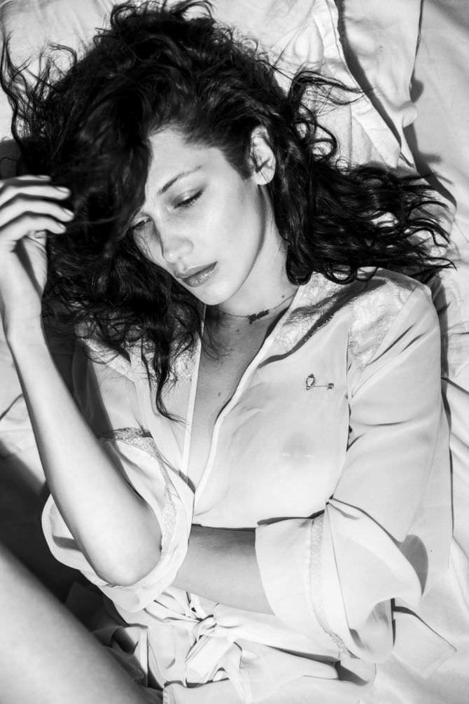 Белла Хадид фото в прозрачной блузке