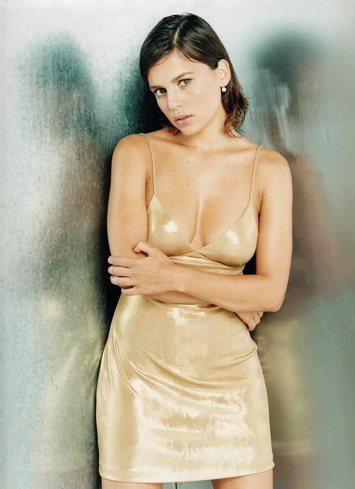 Елена Анайя фото в платье