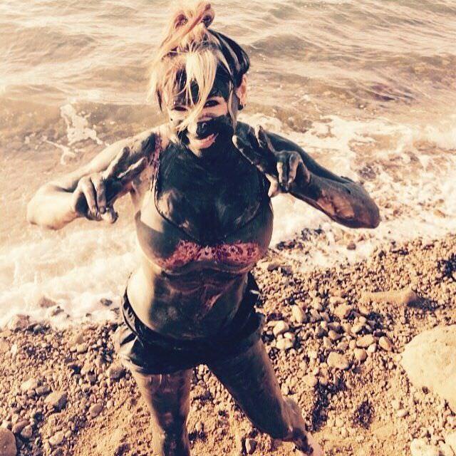 Синтия Ротрок фотография на пляже в инстаграм