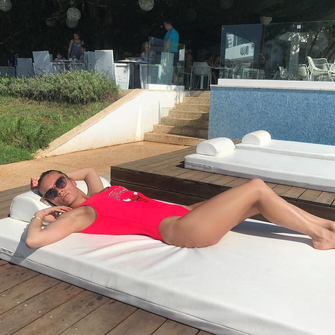 Ольга Подолян фото на шезлонге