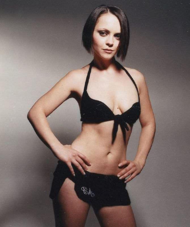 Кристина Риччи фото в открытом купальнике