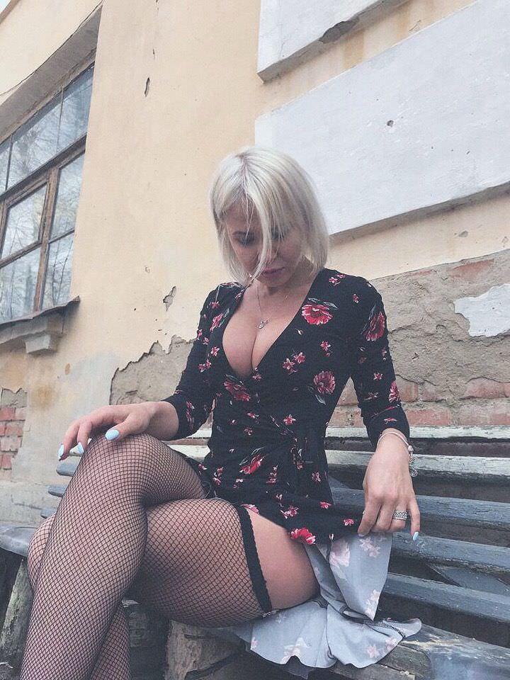 Любовь Томская фото в чулках