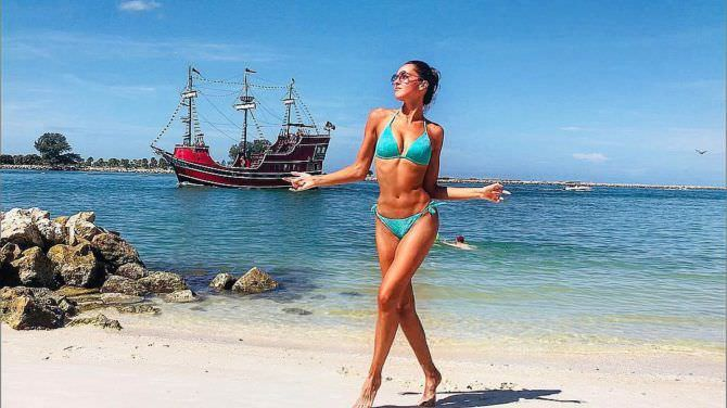 Татьяна Храмова фото с кораблём