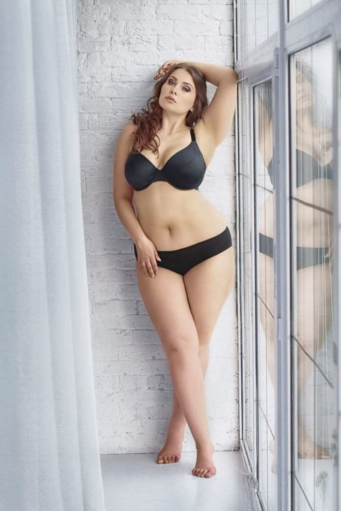 Светлана Каширова фото в белье у окна